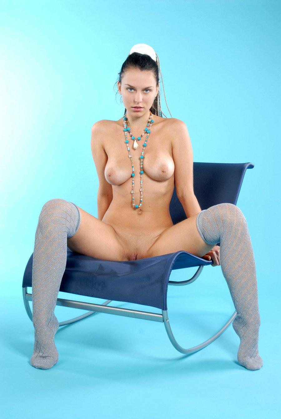 蓝色背景室拍大尺度俄罗斯名模Iveagh
