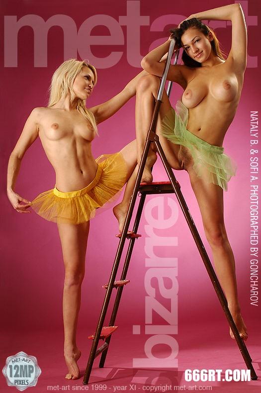 美模SOFIA和MELANY粉红屋子棚拍-1