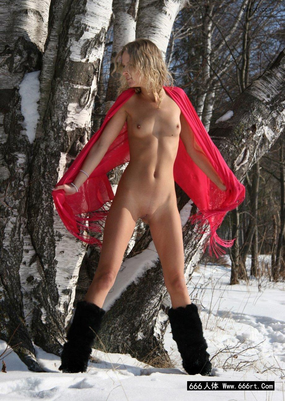 冰天雪地里的名模Ayla外拍人体
