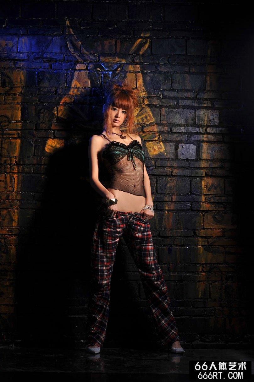 裸模yumi09年5月25日棚拍傲人身材