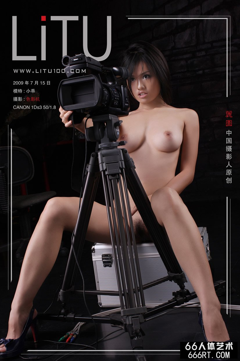 美胸裸模小乖09年7月15日棚拍