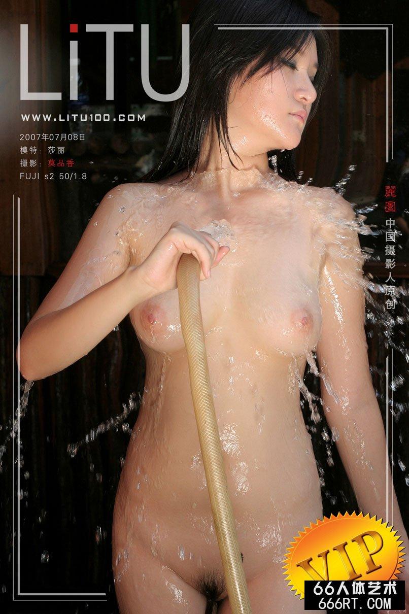 美胸美模莎莉07年7月8日外拍_西西人体.+下载