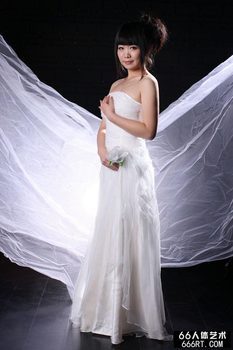 嫩模晶晶10年3月9日棚拍白纱裹体
