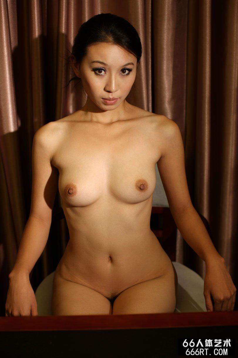 身材不错的金灵08年9月7日棚拍人体_俄罗斯十八裸体模特美女图