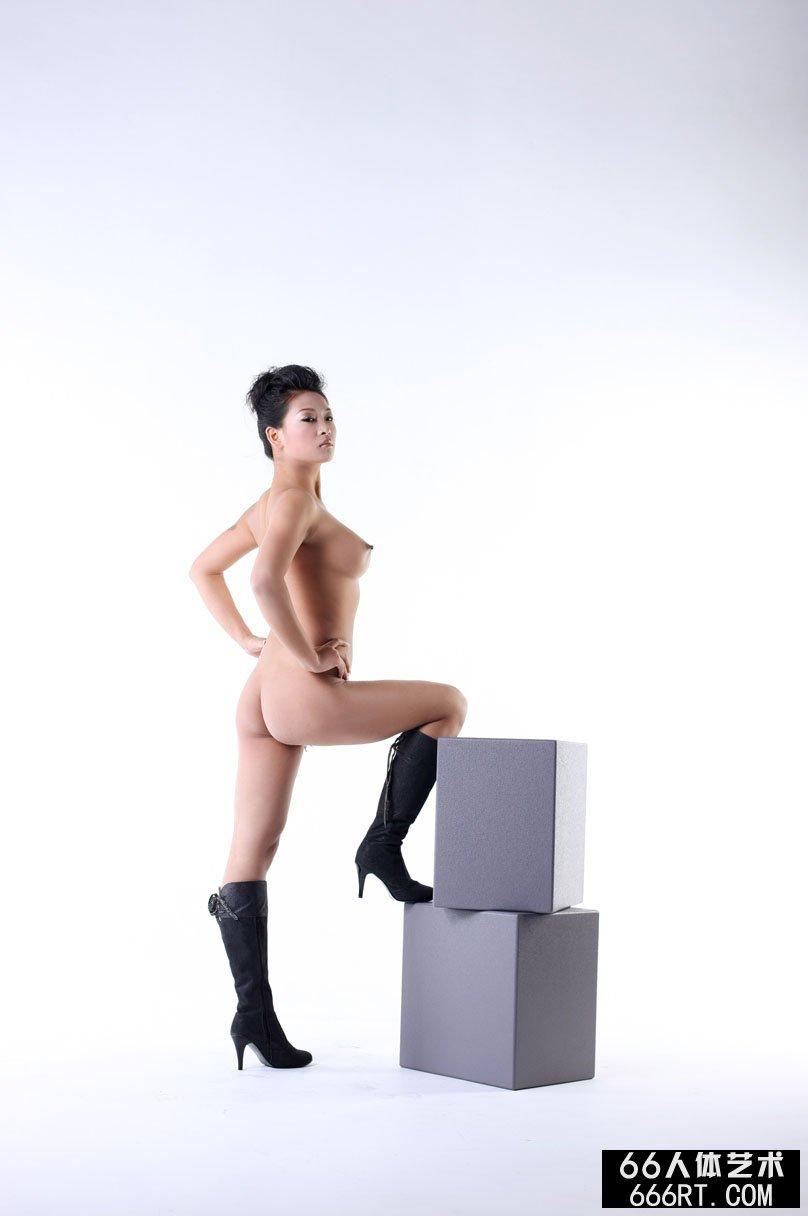 寂寞难耐少妇自慰456_裸模优漩早期室拍合集一组