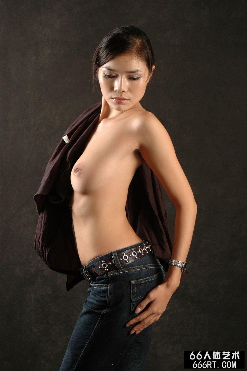 穿美丽内衣的丽娜07年9月1日棚拍