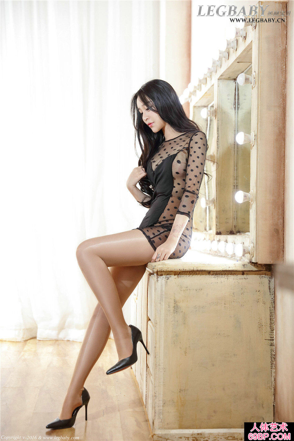可爱美人诺诺超薄亮薄丝长腿人体艺术图