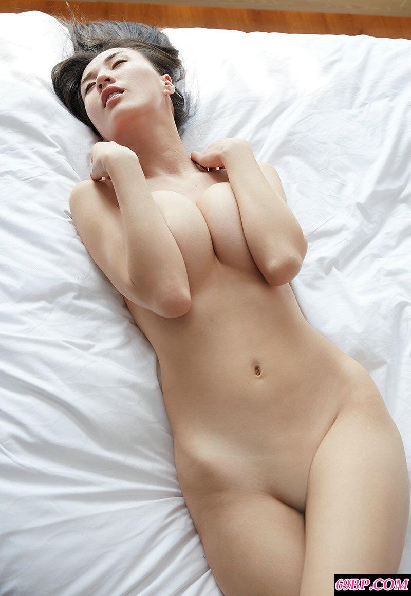 长腿气质女神伊素妍酒店拍摄人体写照