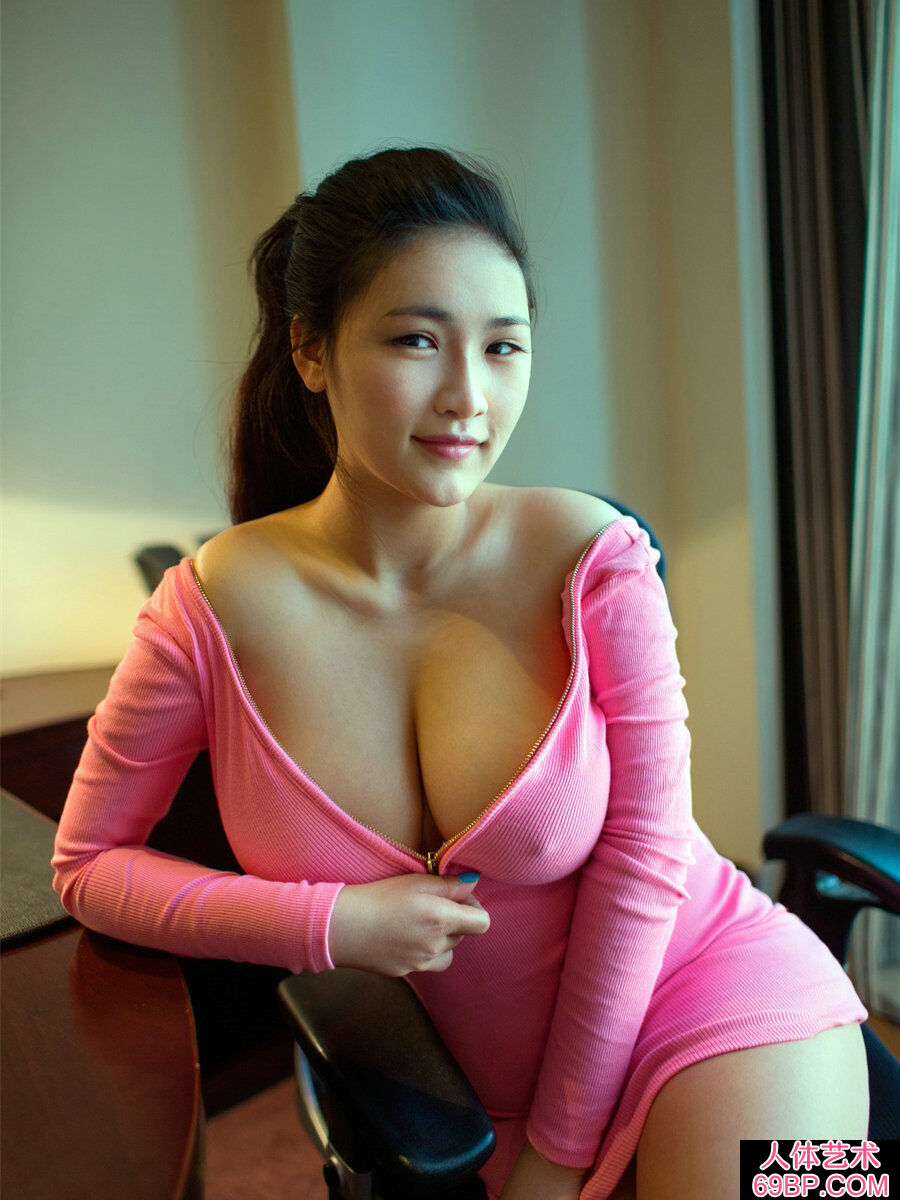 超级波霸巨胸美淑女连欣丰润人体图