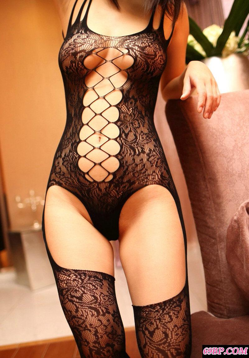 巨胸嫩模展示火热诱惑美胸美臀照